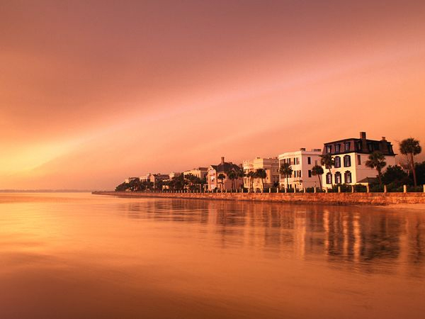 photo via: http://travel.nationalgeographic.com/travel/city-guides/free-charleston-traveler/