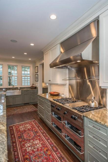 105 Riverland Terrace Kitchen